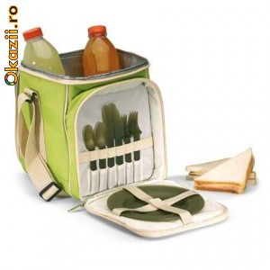 Сумка-холодильник с набором для пикника.  Увеличить.